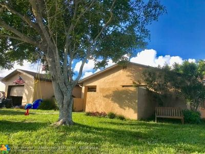 Boca Raton Single Family Home For Sale: 8867 SW 9th St