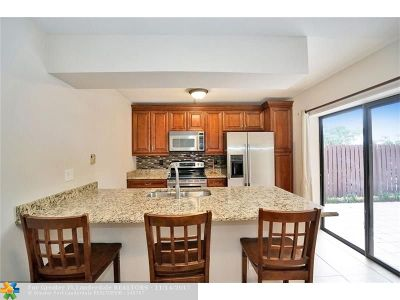 Boca Raton Condo/Townhouse For Sale: 8427 Boca Rio Dr #8427