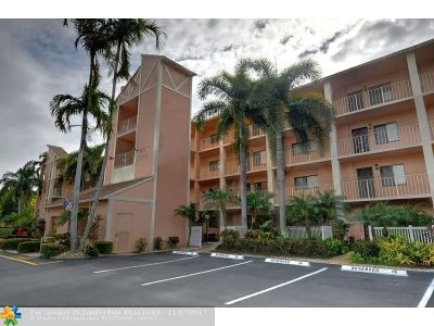 Delray Beach Condo/Townhouse For Sale: 7350 Kinghurst Dr #203