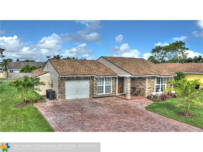 Boca Raton Single Family Home For Sale: 8245 Cedar Hollow Ln