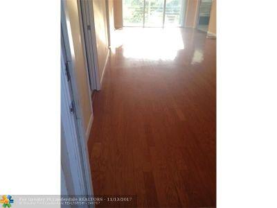 Pompano Beach Condo/Townhouse For Sale: 565 Oaks Lane #211