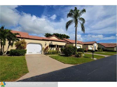Boynton Beach Condo/Townhouse For Sale: 8222 Mooring Cir #8222