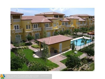 Boca Raton Condo/Townhouse For Sale: 340 NE 69th Cir #8