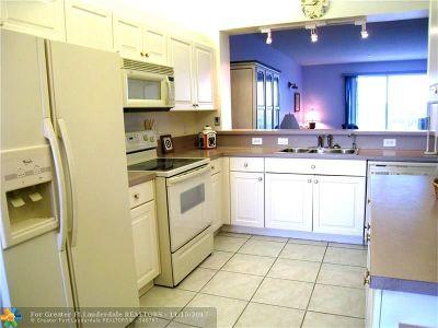 Tamarac Condo/Townhouse For Sale: 7775 Southampton Ter #403