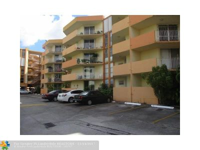 Hialeah Condo/Townhouse For Sale: 1750 W 46th St #227