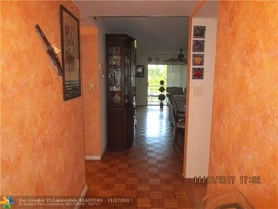 Sunrise Condo/Townhouse For Sale: 9330 Sunrise Lakes Blvd #308