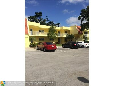 Pompano Beach Condo/Townhouse For Sale: 550 Oaks Ln #102