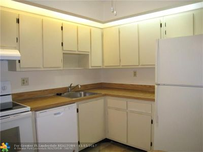 Tamarac Condo/Townhouse For Sale: 9951 N Belfort Cir #113