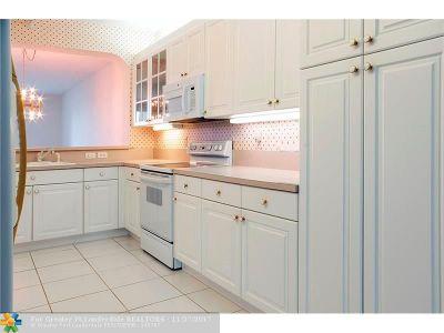 Broward County , Palm Beach County Condo/Townhouse For Sale: 7623 Southampton Ter #201