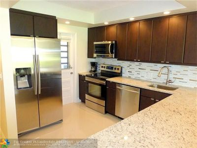Pompano Beach Condo/Townhouse For Sale: 3250 N Palm Aire Dr #101