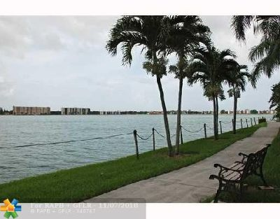 Oakland Park Condo/Townhouse For Sale: 111 Lake Emerald Drive #110