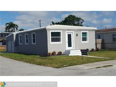 Broward County Single Family Home For Sale: 2239 Lincoln St