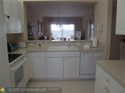 Tamarac Condo/Townhouse For Sale: 7735 Yardley Dr #405