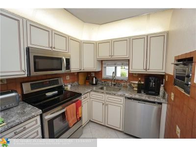 Pembroke Pines Condo/Townhouse For Sale: 9923 S Hollybrook Lake Dr #102