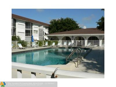 Deerfield Beach Condo/Townhouse For Sale: 1040 SE 4th Ave #228