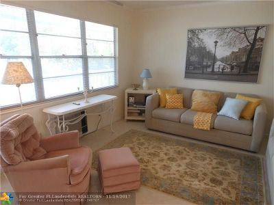 Deerfield Beach Condo/Townhouse For Sale: 157 Newport J #157