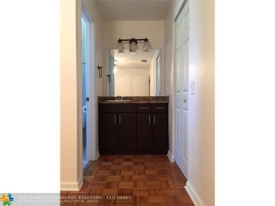 Boca Raton Condo/Townhouse For Sale: 6550 Via Regina #4