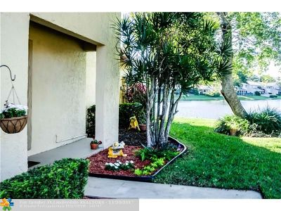 Deerfield Beach Condo/Townhouse For Sale: 3017 Lake Shore Dr #6