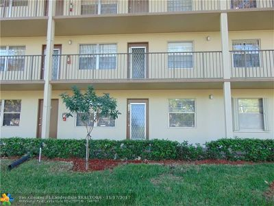 Pembroke Pines Condo/Townhouse For Sale: 13250 SW 4th Ct #G105
