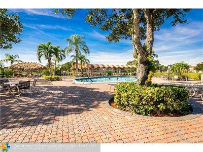 Sunrise Condo/Townhouse For Sale: 9761 S Sunrise Lakes Blvd #105