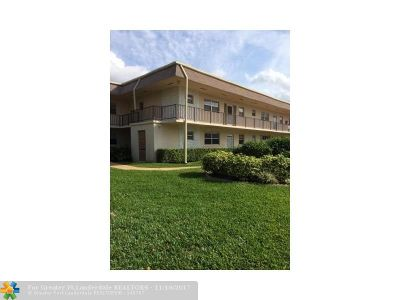 West Palm Beach Condo/Townhouse For Sale: 113 Oxford 200 #113