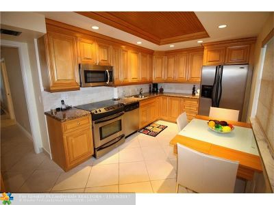 Pompano Beach Condo/Townhouse For Sale: 4020 W Palm Aire Dr #204