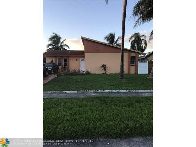 North Lauderdale Single Family Home For Sale: 8151 SW 8th St