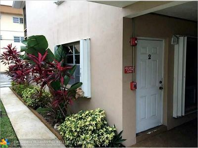 Broward County Condo/Townhouse For Sale: 3600 Monroe St #2