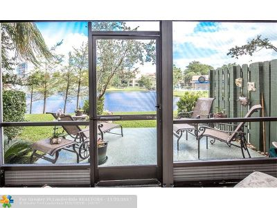 Pompano Beach Condo/Townhouse For Sale: 2334 S Cypress Bend Dr #107