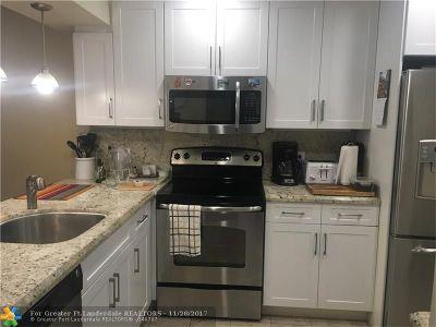 Coconut Creek Condo/Townhouse For Sale: 2708 Nassau Bnd #A2