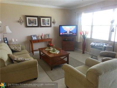 Deerfield Beach Condo/Townhouse For Sale: 255 Oakridge O #255