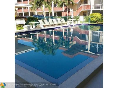 Broward County , Palm Beach County Condo/Townhouse For Sale: 651 Pine Dr #106