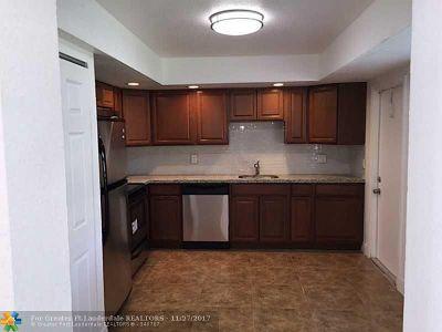 Plantation Condo/Townhouse For Sale: 7571 W Sunrise Blvd #7571