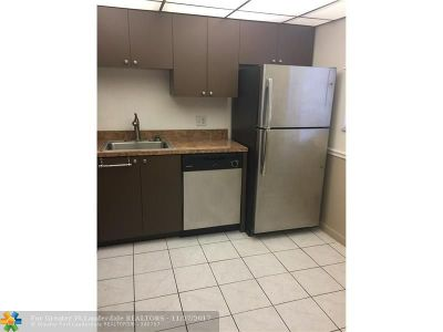 Coral Springs Condo/Townhouse For Sale: 2980 Riverside Dr #129