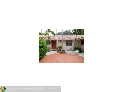 Pembroke Pines Condo/Townhouse For Sale: 11616 NW 11th St #11616