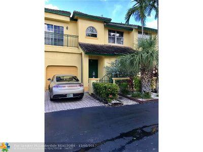 North Miami Beach Condo/Townhouse For Sale: 725 NE 195th St #725