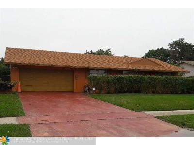 Delray Beach Single Family Home For Sale: 2920 Angler Dr