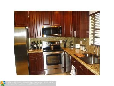 Coral Springs Condo/Townhouse For Sale: 3361 NW 85th Ave #109
