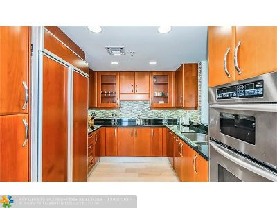 Aventura Condo/Townhouse For Sale: 19400 Turnberry Way #511