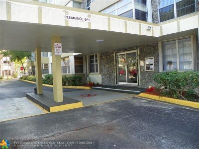 Plantation Condo/Townhouse For Sale: 6600 Cypress Rd #105