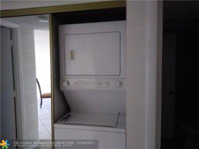 Lauderhill Condo/Townhouse For Sale: 4174 Inverrary Dr #807