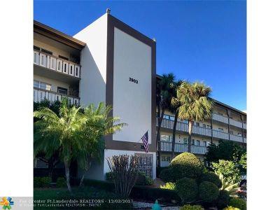 Coconut Creek Condo/Townhouse For Sale: 2903 Victoria Cir #L-2