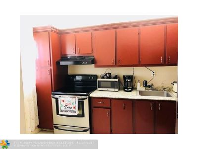 Plantation Condo/Townhouse For Sale: 1801 NW 75th Ave #205
