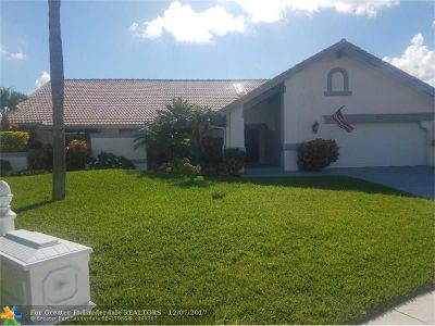 Deerfield Beach Single Family Home For Sale: 302 Deer Creek Run