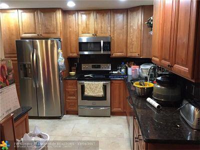 Boca Raton Single Family Home For Sale: 9760 Carousel Cir