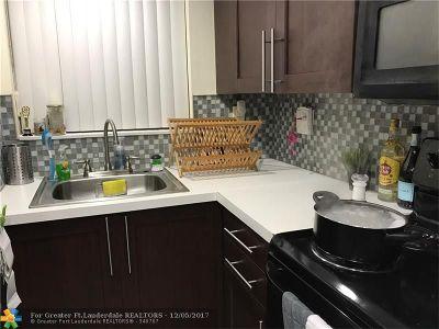 Miami Condo/Townhouse For Sale: 8870 Fontainebleau Blvd #208