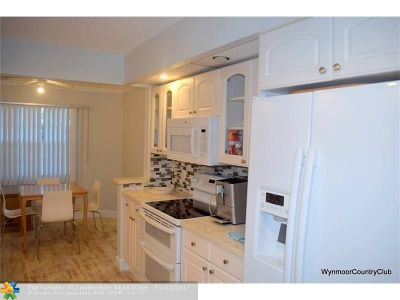 Coconut Creek Condo/Townhouse For Sale: 1501 Cayman Way #L2