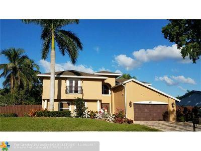 Plantation Single Family Home For Sale: 721 E Plantation Cir