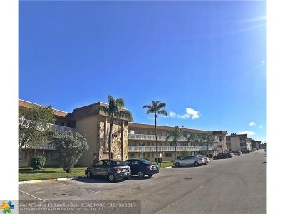Palm Springs Condo/Townhouse For Sale: 500 Village Green Circle #D303