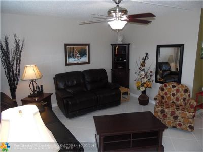 Deerfield Beach Condo/Townhouse For Sale: 3008 Cambridge A #3008